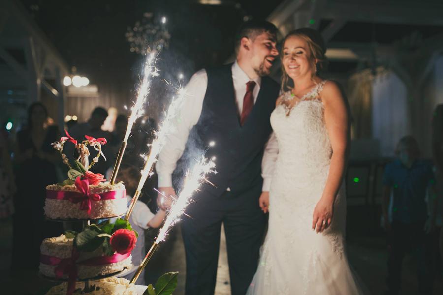 tort na przyjęciu weselnym
